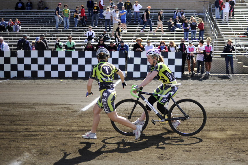 Teter rider Caitlin Van Kooten, right, makes an exchange with a teammate during Little 500 Qualifications on Saturday, March 27, 2010, at Bill Armstrong Stadium.