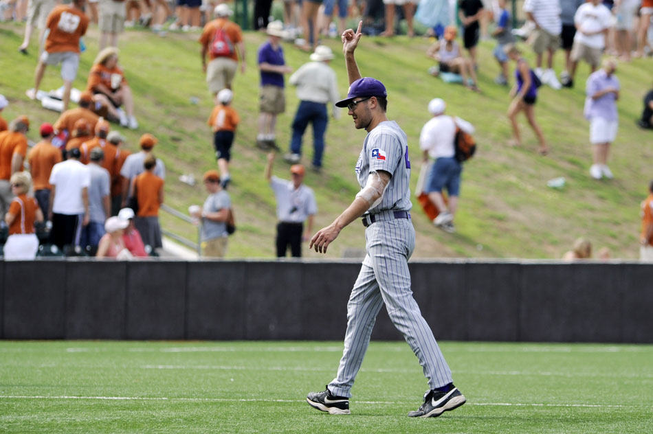 TCU's Matt Purke waves to TCU fans as he walks off the field following a 3-1 victory over Texas in a NCAA Super Regional at Disch-Falk Field on Friday, June 11, 2010.