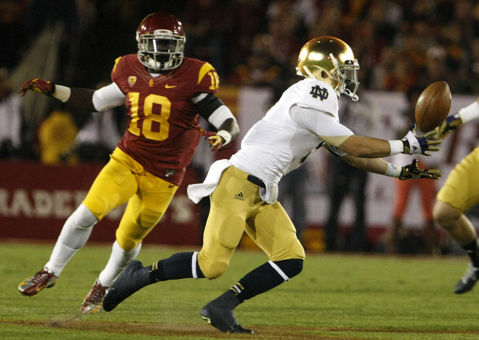 Notre Dame wide receiver Robby Toma bubbles but eventually hauls in a catch in front of USC linebacker Dion Bailey (18) during an NCAA college football game on Saturday, Nov. 24, 2012, at the Los Angeles Memorial Coliseum. (James Brosher/South Bend Tribune)