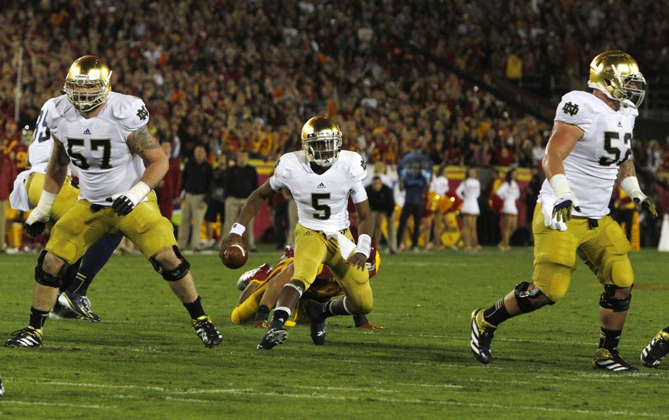 Notre Dame quarterback Everett Golson (5) looks to run during an NCAA college football game on Saturday, Nov. 24, 2012, at the Los Angeles Memorial Coliseum. (James Brosher/South Bend Tribune)