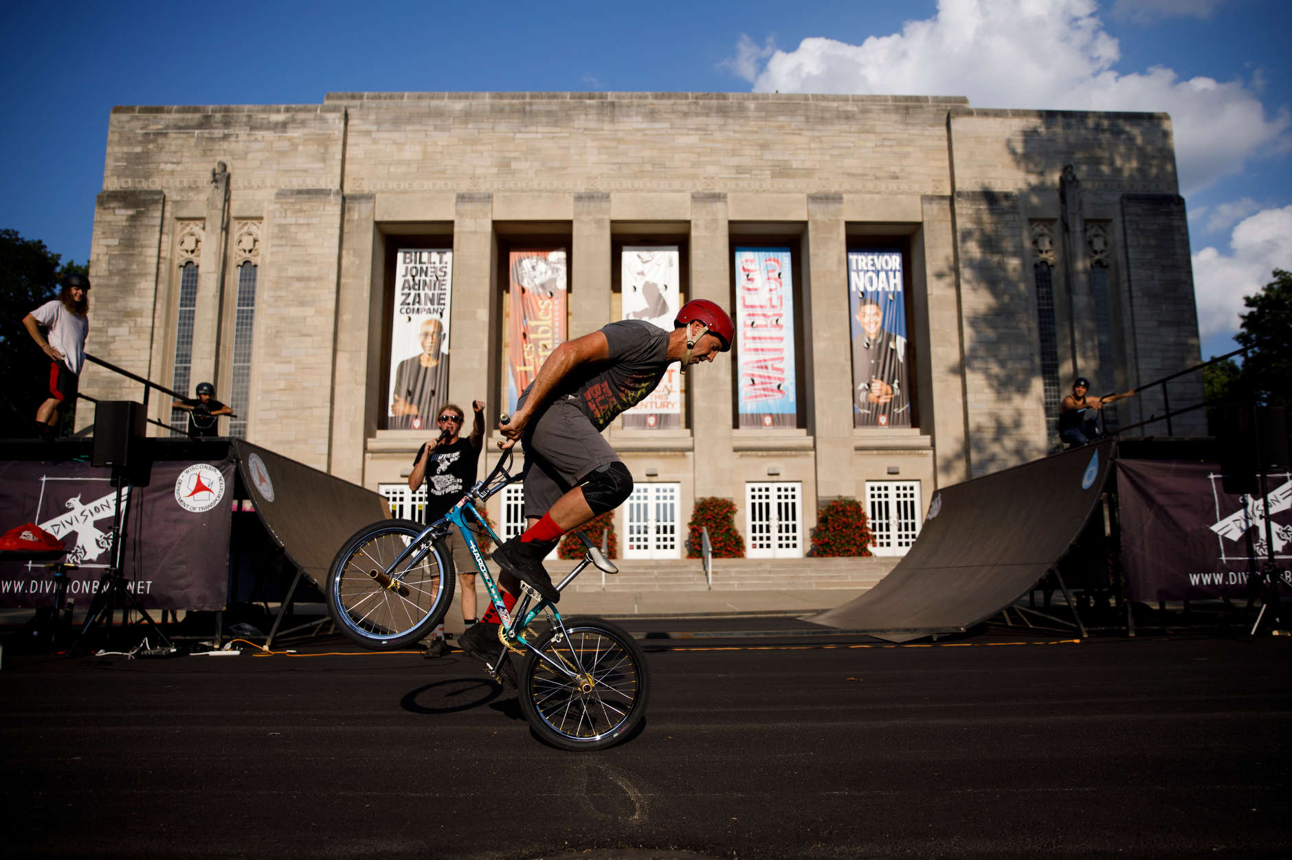 Bill Nitschke performs with the Division BMX Stunt Team during Bikes and Burgers at IU Bloomington on Monday, Aug. 19, 2019. (James Brosher/Indiana University)