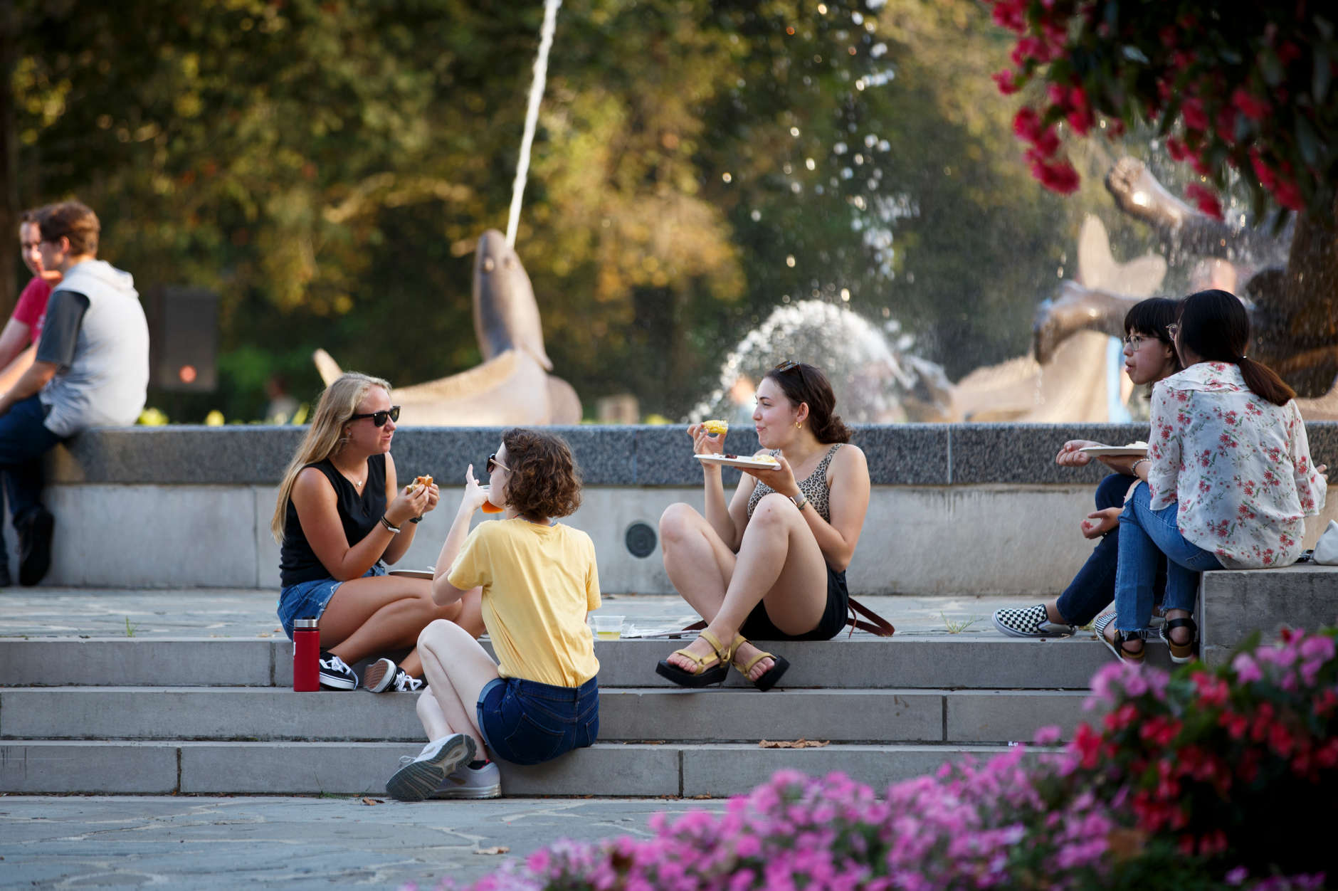 Students eat near Showalter Fountain during Bikes and Burgers at IU Bloomington on Monday, Aug. 19, 2019. (James Brosher/Indiana University)