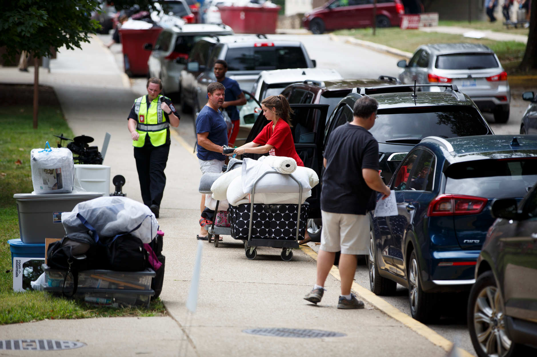 Students and parents unload vehicles outside of Wright Quad during IU Bloomington move-in on Tuesday, Aug. 20, 2019. (James Brosher/Indiana University)