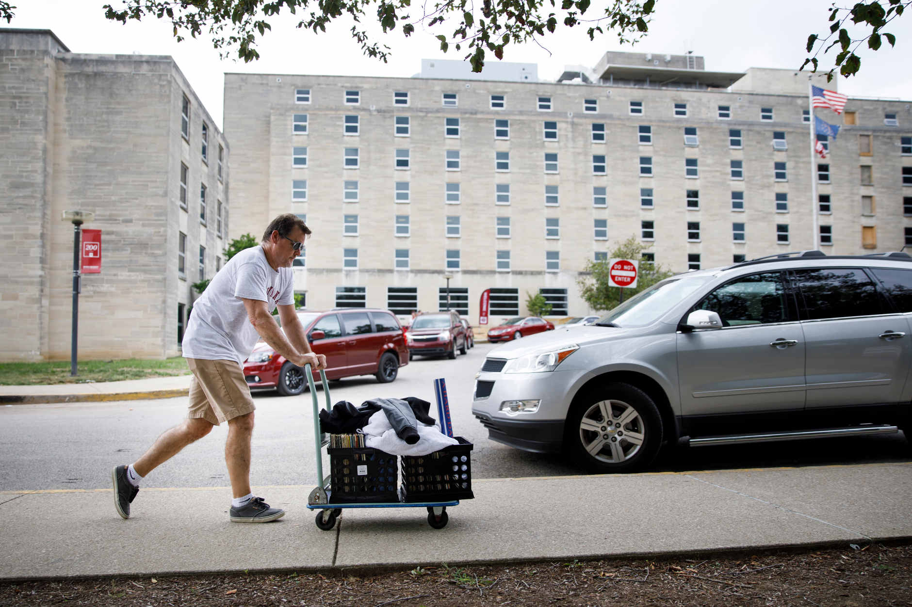 A student's belongings are wheeled past Teter Quad to a room in Ashton Center during IU Bloomington move-in on Tuesday, Aug. 20, 2019. (James Brosher/Indiana University)