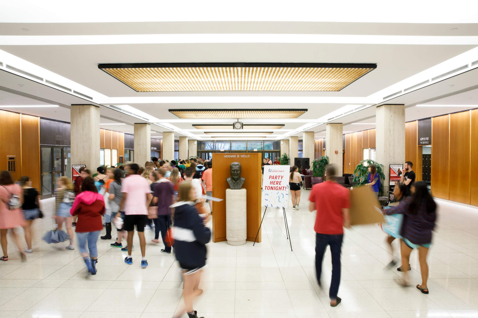 Students make their way into the Wells Library for the Herman B House Party at IU Bloomington on Thursday, Aug. 22, 2019. (James Brosher/Indiana University)