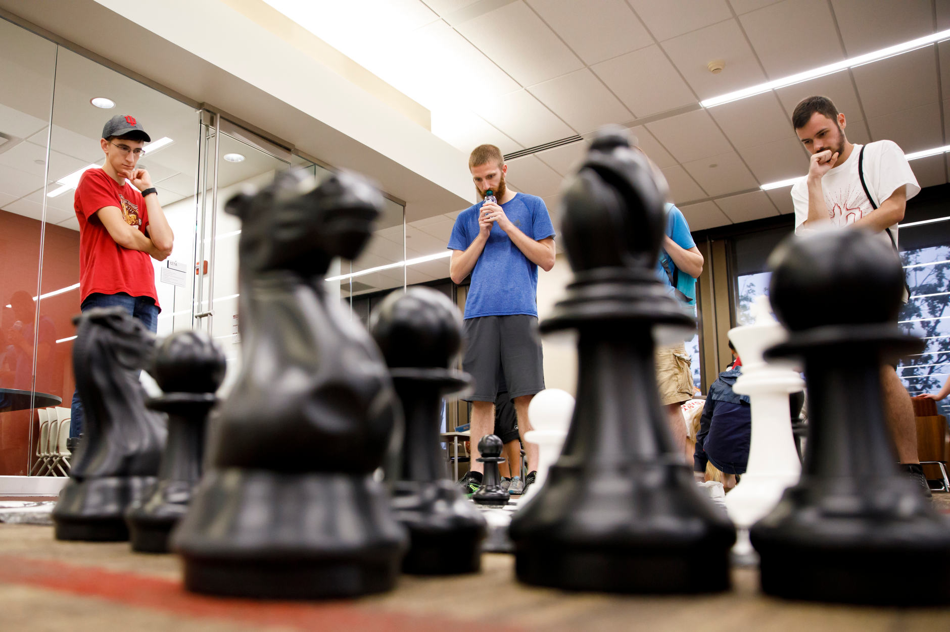 Students pay chess during the Herman B House Party in the Wells Library at IU Bloomington on Thursday, Aug. 22, 2019. (James Brosher/Indiana University)