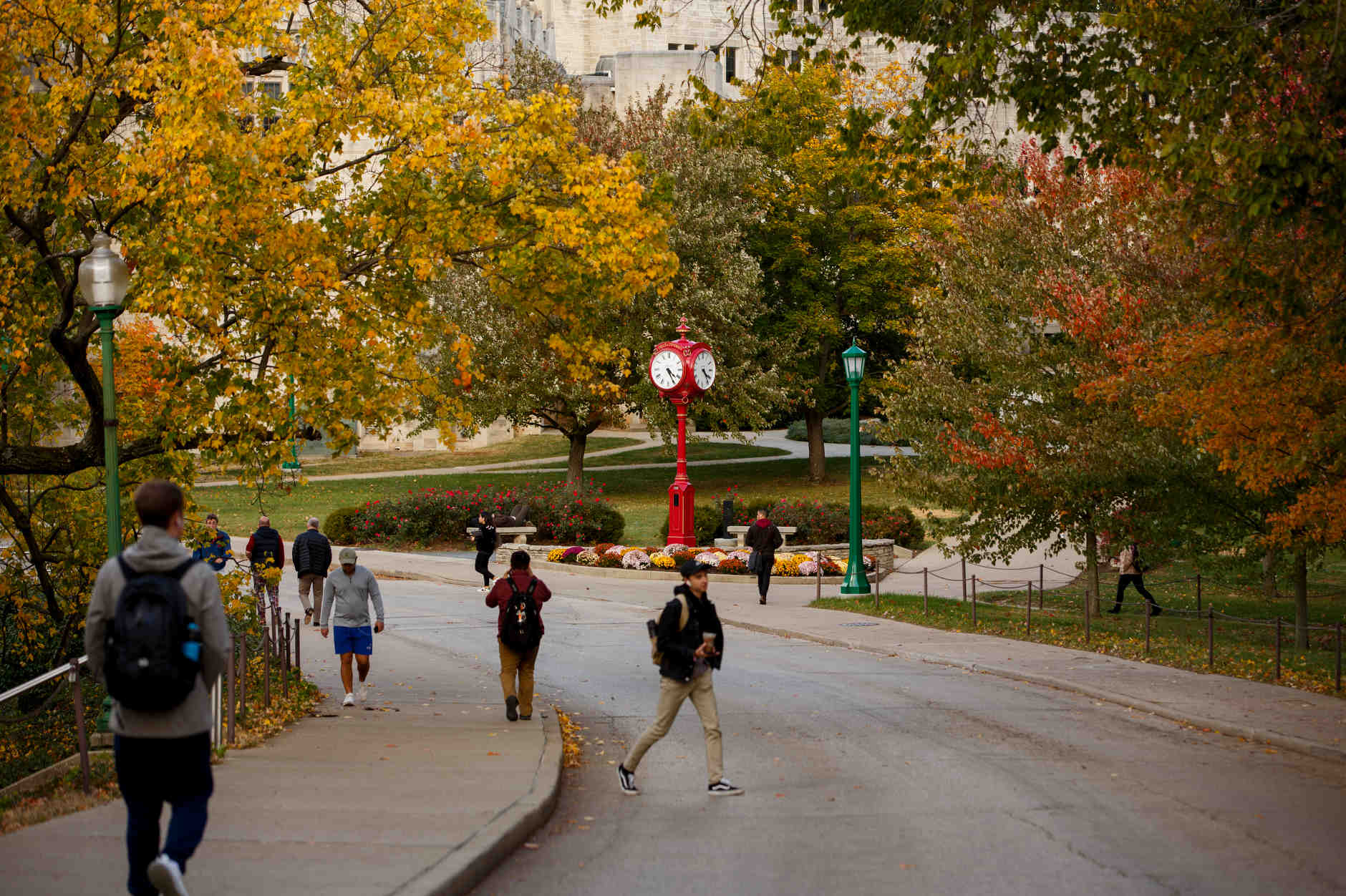 Students walk past one of IU's iconic red clocks near Woodburn Hall on a fall day at IU Bloomington on Tuesday, Oct. 22, 2019. (James Brosher/Indiana University)