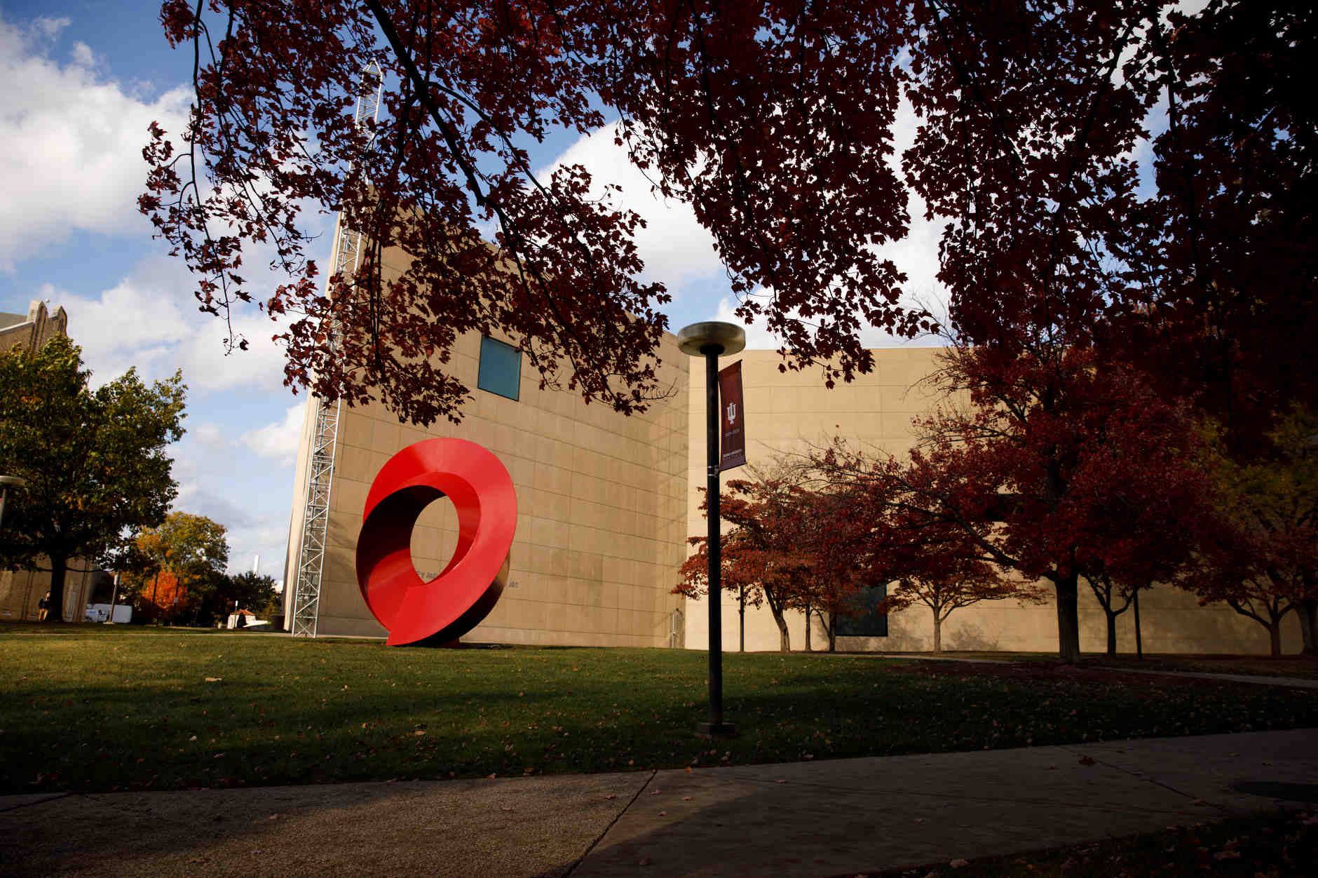 The Eskenazi Museum of Art is pictured on a fall day at IU Bloomington on Tuesday, Oct. 22, 2019. (James Brosher/Indiana University)